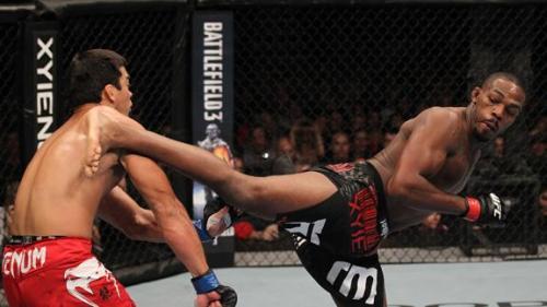Jon Jones kicks Lyoto Machida