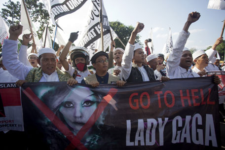 Religious protesters want Lady Gaga to go to hell